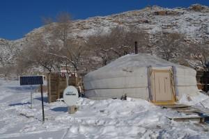 La Mongolie entre tradition et modernité. En Yourte, mais avec la parabole alimentée par le panneau solaire !