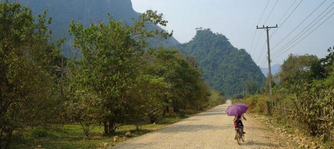 Du stop, des pics karstiques et des copains : de Vang Vieng à Vientiane